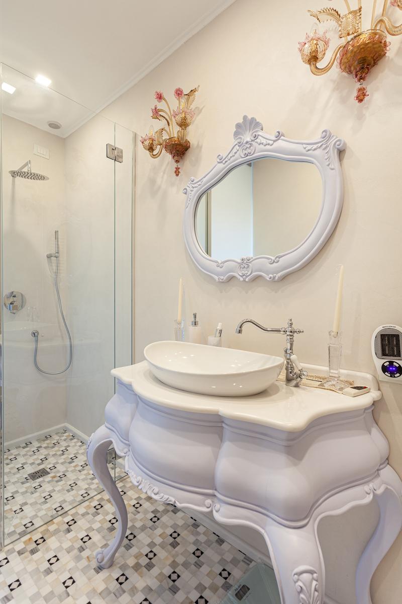 Petrilli - Cornici e specchi in assortimento
